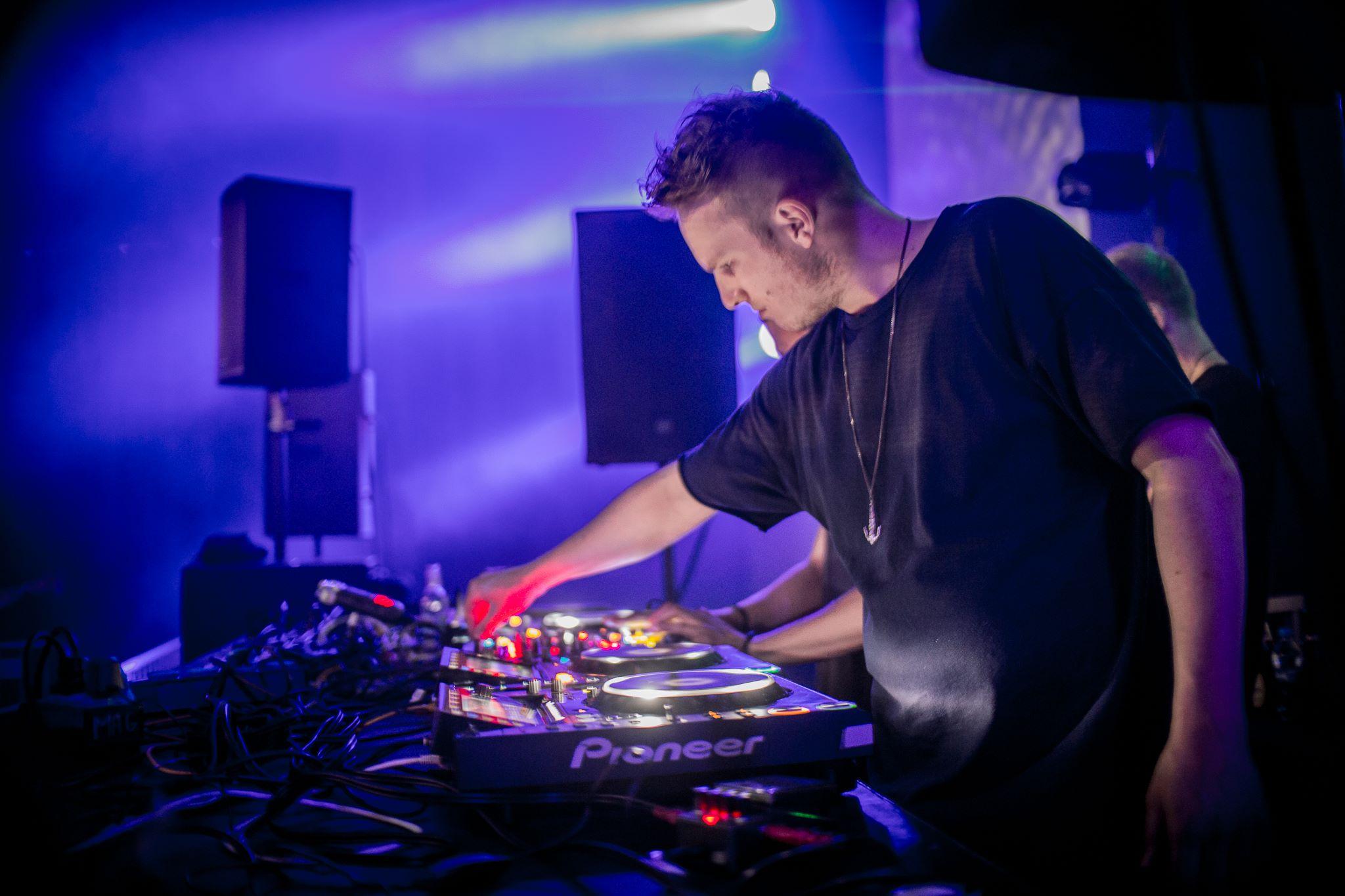 Kevin De Vries invites Weska • 26 V '18